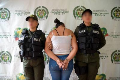 En video registran capturan de una mujer acusada de extorsión en Santander