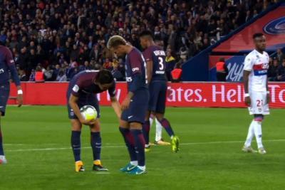 Neymar se pelea con Cavani y lo deja de seguir en redes sociales