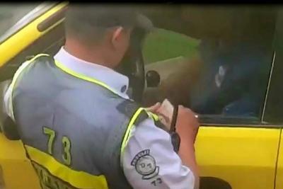 ¿Qué se sabe del video de un alférez recibiendo dinero en Bucaramanga?