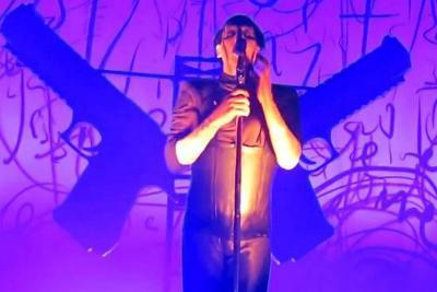 Marilyn Manson, herido tras caerle una estructura encima en pleno concierto