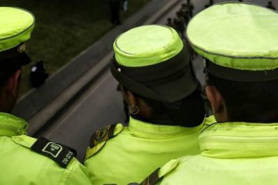 Video registró el momento en el que un hombre cachetea a un Policía