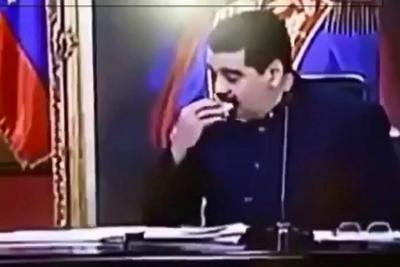 Maduro es captado comiendo empanada en plena alocución nacional