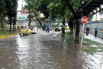Otra vez se inundó la glorieta del colegio Inem en Bucaramanga