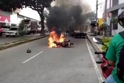 Queman motocicleta, presuntamente de atracadores en Bucaramanga