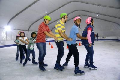 Este miércoles reabren Patinaje al Parque, la pista de hielo gigante