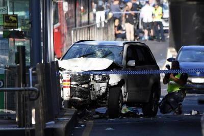Un automóvil atropelló a multitud en Australia y dejó al menos 15 heridos