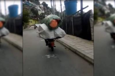 Motociclista realiza imprudente trasteo por las calles de Bucaramanga