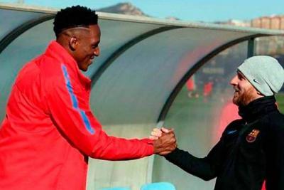 Así recibió Messi a Yerry Mina en el Barcelona