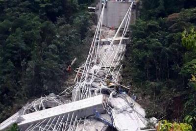 Asciende a diez la cifra de muertos por caída de puente entre Bogotá y Villavicencio