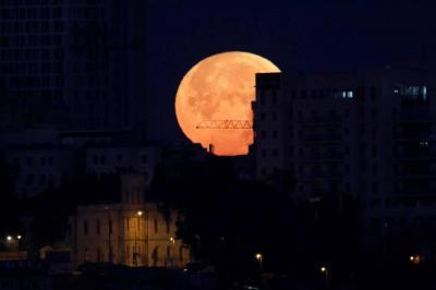 Así se ve la superluna azul en el mundo