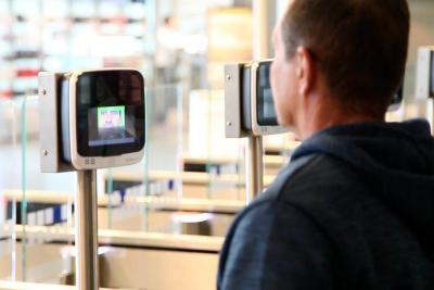 Este es el nuevo sistema biométrico de migración para colombianos