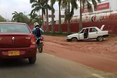Monumentales 'trancones' por lluvias en el área metropolitana de Bucaramanga