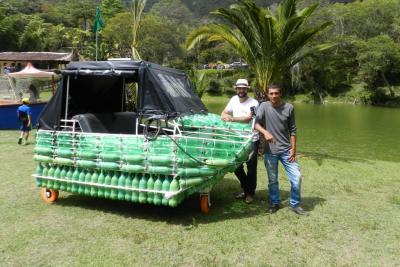 Santandereanos navegarán mil kilómetros por el Magdalena en barco de botellas plásticas