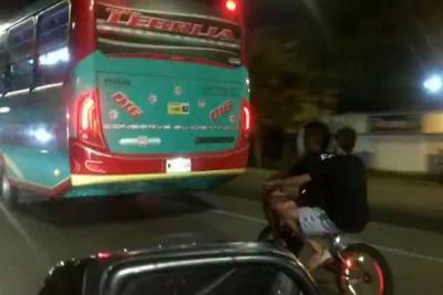 Siguen las imprudencias de jóvenes ciclistas en el área metropolitana de Bucaramanga