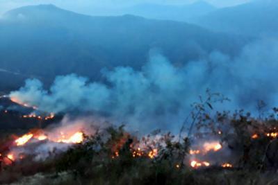 Incendio en la Mesa de los Santos ha consumido 50 hectáreas
