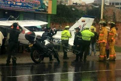 Avioneta aterrizó de emergencia en plena vía entre Bogotá y Tunja