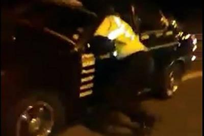 """Conductor """"arrastró por kilómetros"""" a una agente de tránsito en Ecuador"""