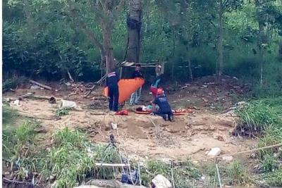Así fue el rescate en Bucaramanga de una mujer que cayó al río de Suratá