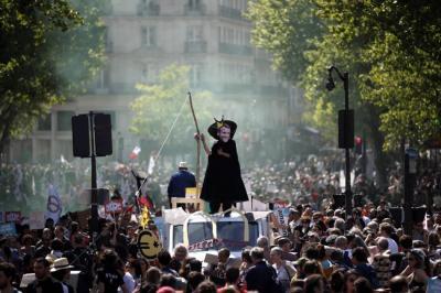 """Franceses marcharon contra el presidente Macron por """"favorecer a los ricos"""""""