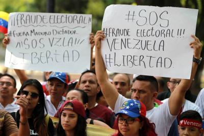 """Adversarios de Maduro denuncian """"violaciones"""" a las leyes durante comicios"""