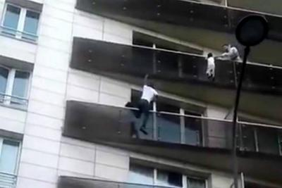 Inmigrante se convirtió en héroe al salvar a un niño que colgaba de un cuarto piso