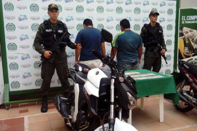 Detenidos hombres que cobraban $3 millones por devolver una moto hurtada en Bucaramanga