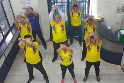 Notario de Bucaramanga volvió a bailar, ahora con la camiseta de la Selección Colombia