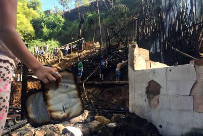 Grave incendio destruyó 15 cambuches en Bucaramanga