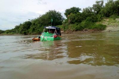 Finalizó la travesía de tres santandereanos en un barco de botellas por el río Magdalena