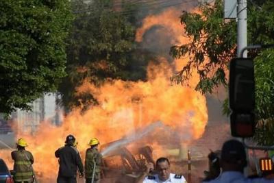 Un muerto y un herido tras explosión de tubería de gas en Barranquilla