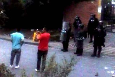 Fuertes disturbios entre la Policía y manifestantes en Floridablanca