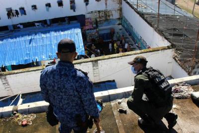 Hallan armas, droga y una lista de 2.000 personas para extorsionar desde la cárcel de Bucaramanga
