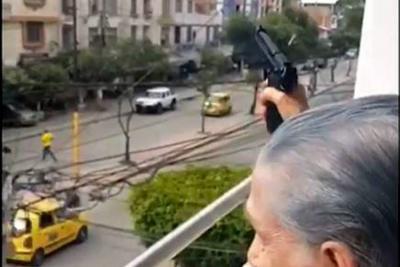 Policía investiga mujer que disparó al aire tras el gol de Colombia