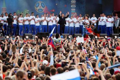 Miles de personas homenajearon a la selección rusa pese a eliminación