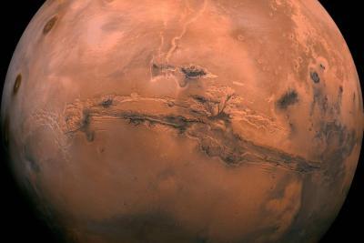 Existencia de lago de agua líquida aumenta probabilidad de encontrar vida en Marte