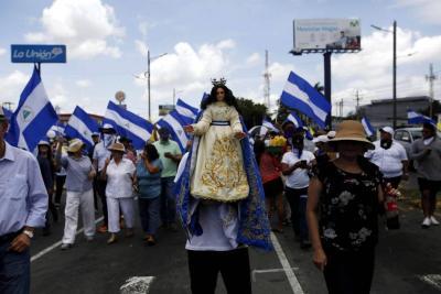 """Miles de personas marchan en apoyo a obispos a los que Daniel Ortega llamó """"golpistas"""""""