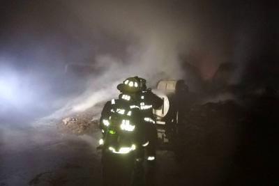 Grave incendio se registró este domingo en una bodega de Girón