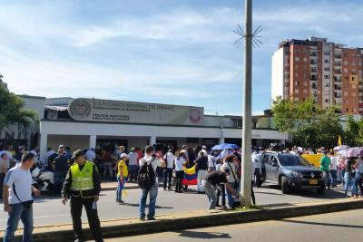Pensionados de la policía exigen hospitales de tercer y cuarto nivel.