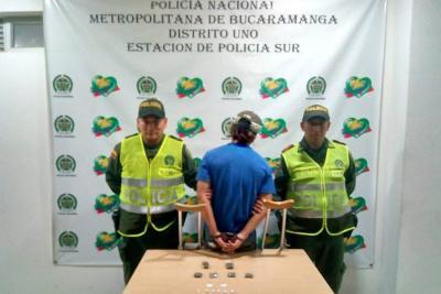 Video: Hombre simuló tener la pierna enyesada para encaletar droga en Bucaramanga