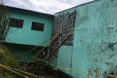 300 estudiantes en riesgo por aulas que podrían colapsar en colegio de Santander