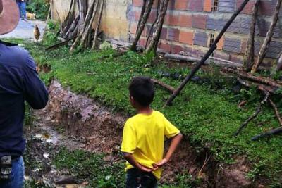 Comunidad denuncia abandono tras deslizamiento en vereda de Santander