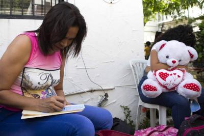 """La triste Navidad para la mayoría de venezolanos: """"sin hallacas"""" y """"sin estrenos"""""""