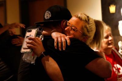 Thousand Oaks, sin consuelo o respuestas a la tragedia en la ciudad de robles