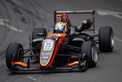 Sophia Flörsch sobrevivió a grave accidente en GP de Macao de F3