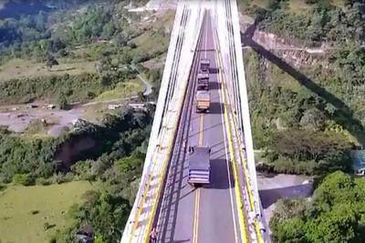 Así se ve desde un drone la prueba de carga del puente Hisgaura en Santander