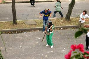 Evitar los actos vandálicos dentro y fuera de los estadios de Colombia es uno de los objetivos de carnetizar a los hinchas de los clubes profesionales.