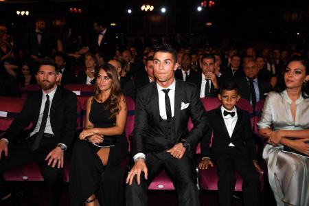 Desde Londres, Inglaterra, la máxima federación del fútbol reconoce a los mejores del deporte 'rey'.