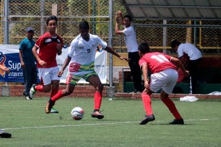 El colegio Humberto Gómez Nigrinis de Piedecuesta. que representa a Santander en el Zonal Nacional Centro Oriente que se juega en Bucaramanga, logró ayer su segundo triunfo al vencer 2-0 a Norte.