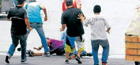 Las riñas callejeras en Bucaramanga son el 'pan diario'. La agresividad y la intolerancia imperan en los barrios.