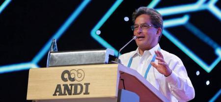 El ministro de Hacienda, Alberto Carrasquilla, expresó que el Plan de Reactivación Económica del Gobierno garantizará el estricto cumplimiento de la Regla Fiscal.